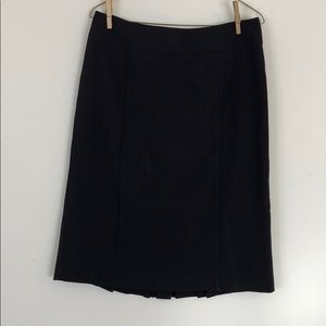 Black straight shirt with a pleat on the back